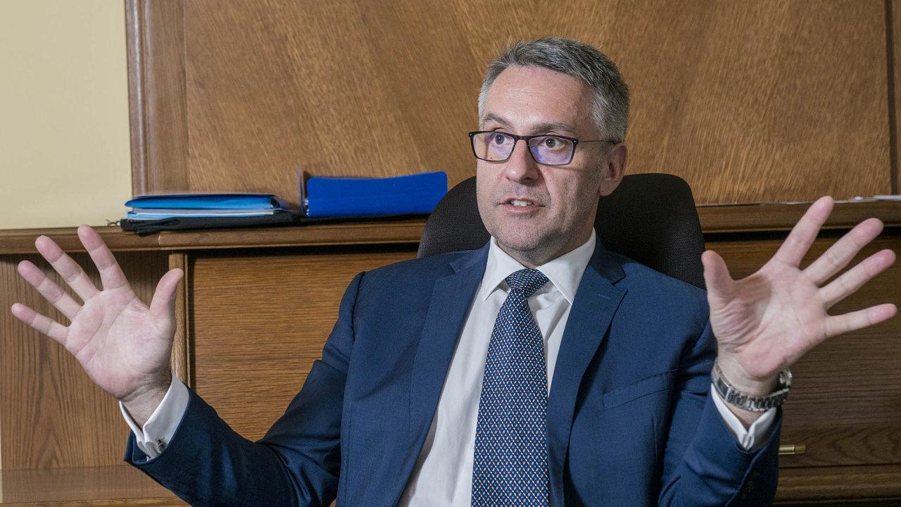 Ministr obrany Lubomír Metnar (za ANO).