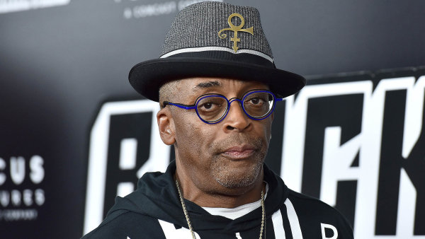 Režisér BlacKkKlansman Spike Lee ukazuje USA jako místo plné předsudků a stereotypů. Neubrání se jim černí ani bílí hrdinové