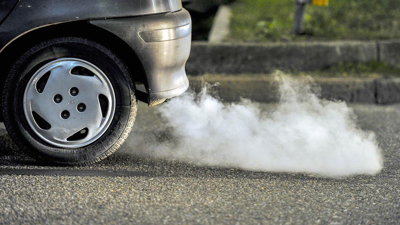 Do roku 2030 bude nutné snížit škodlivé emise u osobních automobilů o 37,5 procenta – ilustrační foto.