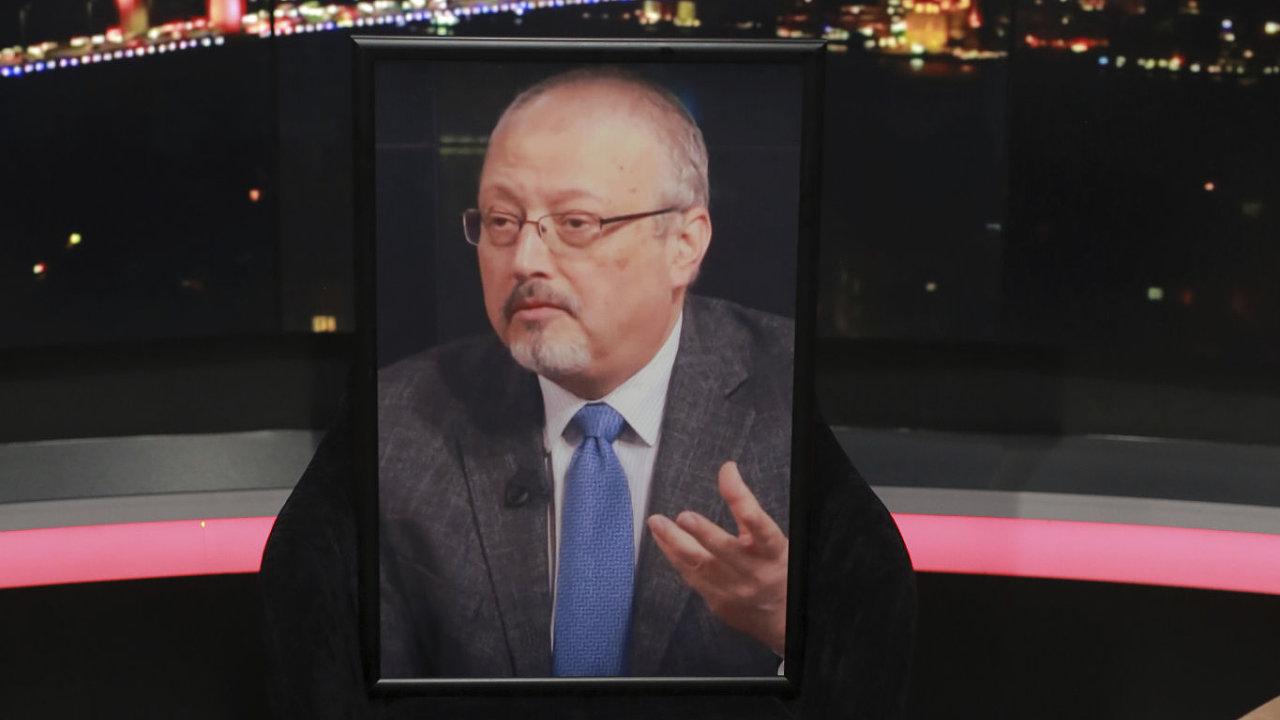 Prázdná židle s fotografií Džamála Chášukdžího v pořadu televize al-Hewar, ve kterém měl zavražděný novinář vystupovat.