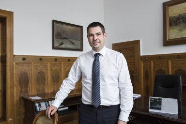 Bývalý ministr za ČSSD Jiří Havlíček a Eduard Muřický zůstanou odbornými náměstky na ministerstvu průmyslu a obchodu minimálně do konce ledna.