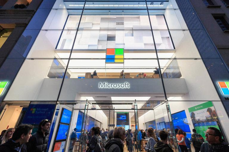 Střídání na špici: Loni byl nejhodnotnější firmou světa Apple, letos toto místo obsadil Microsoft.