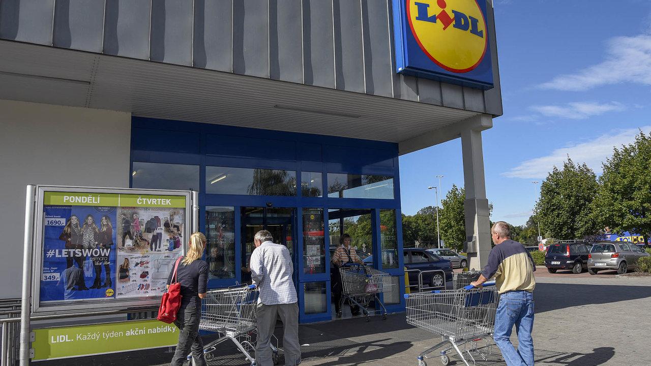 Ekonomiku pohánějí domácnosti: Růst mezd se projevil na vyšších útratách českých domácností v obchodech.