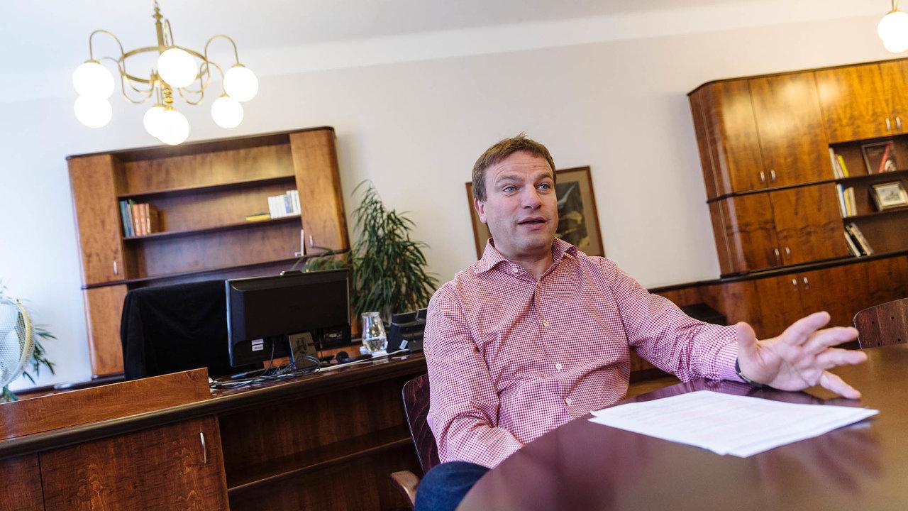 Spory kolem šéfa Pražské plynárenské Pavla Janečka má vyřešit po jednání pražských radních zářijová schůzka.