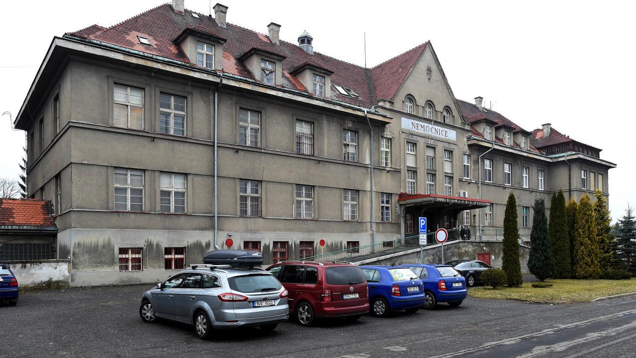 Krachující rumburská nemocnice. Lužická nemocnice vRumburku, která zajišťuje péči pro 55 tisíc lidí, je odsrpna vinsolvenci. Pacienti se vní zatím léčí dál.