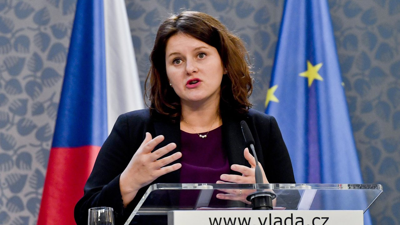Udělat změnu: Nynější situace samoživitelek je beznadějná, říká ministryně Jana Maláčová.