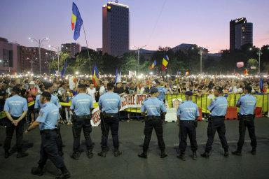 Rumunské protesty: Proti vládě vedené sociálními demokraty demonstrovaly loni vlétě desítky tisíc lidí pocelé zemi.
