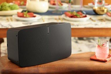 Nejlepší Sonos chce hodně důvěry. Play:5 se šesti reproduktory si o ni ale říká hodně hlasitě