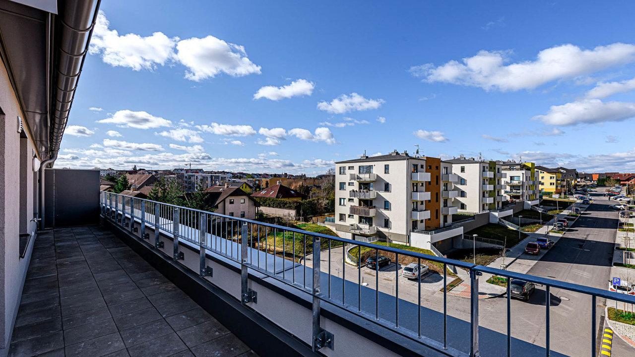 Developerská společnost Horizon dokončila poslední etapu svého bytového projektu vHoroměřicích. Komplex Rezidence Velká Brána vznikal odroku 2016.