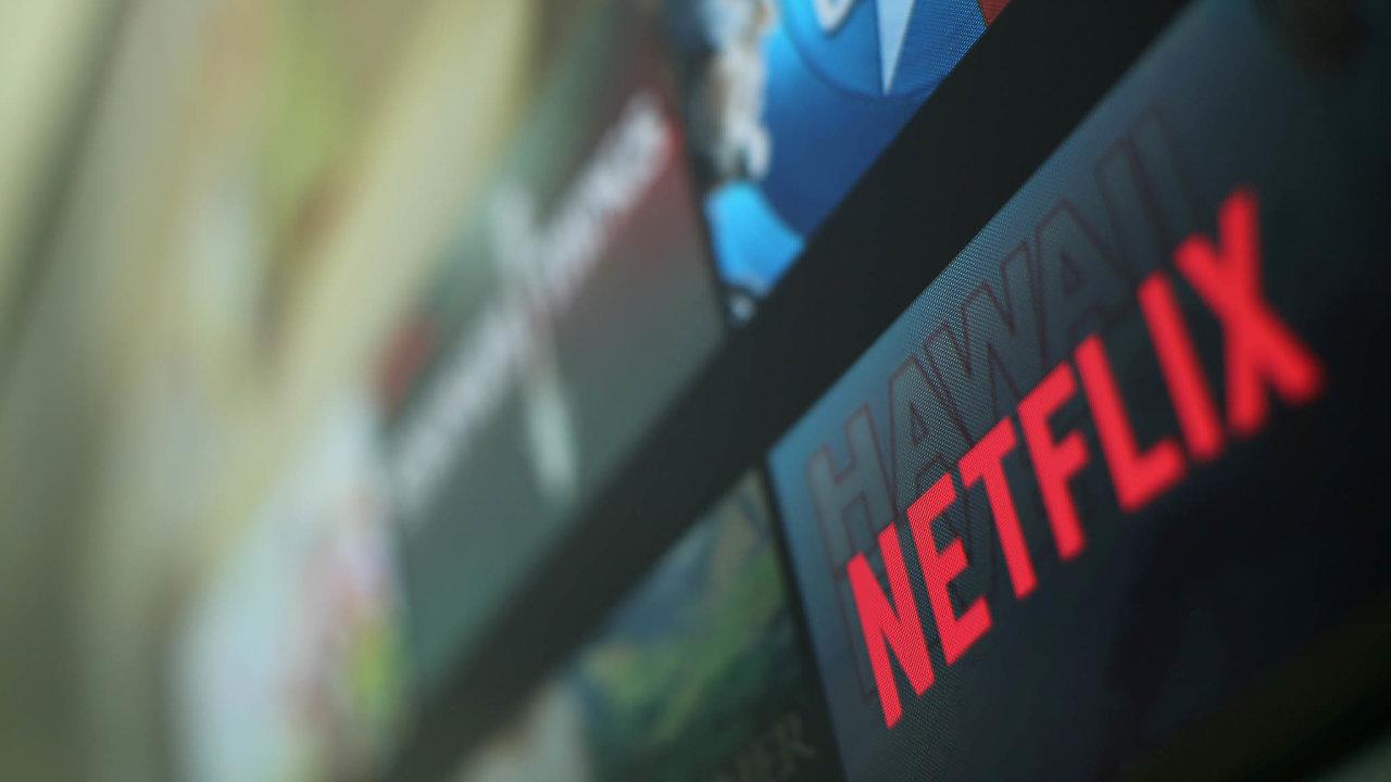 Předplatná online služba Netflix, poskytující filmy i seriály, se během pandemie stala pro spoustu lidí zavřených v domácí izolaci zdrojem zábavy.