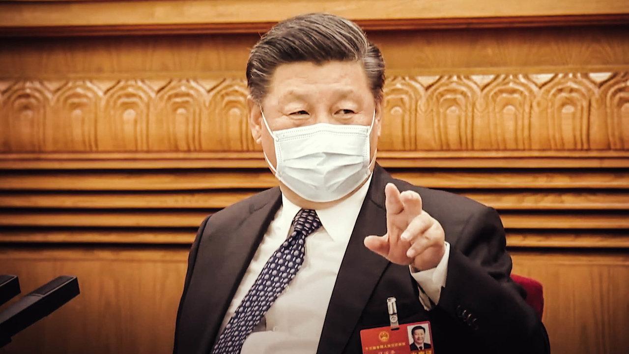 Velký strýček Si chyby nedělá. Ani nezvládnutý začátek útoku koronaviru veWu-chanu jeho pozici nejspíš neohrozí.