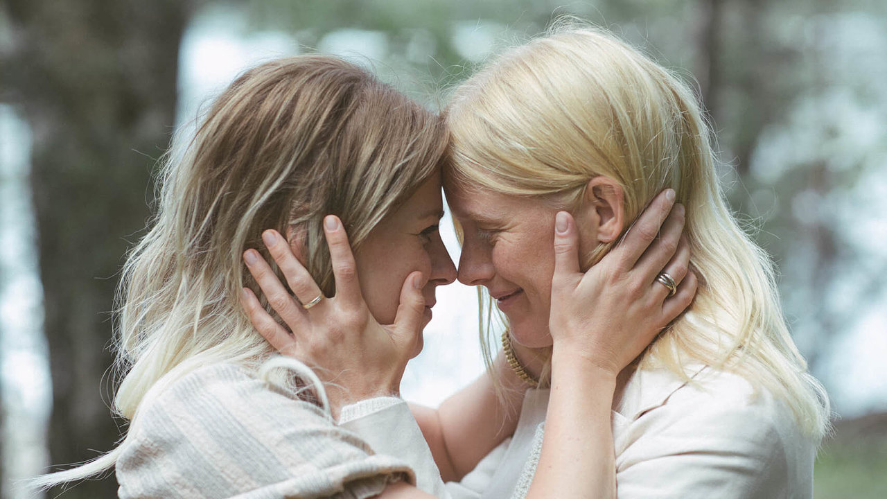 Víkend nachatě (Seurapeli, Finsko 2020), premiéra 25.6., Pilot Film