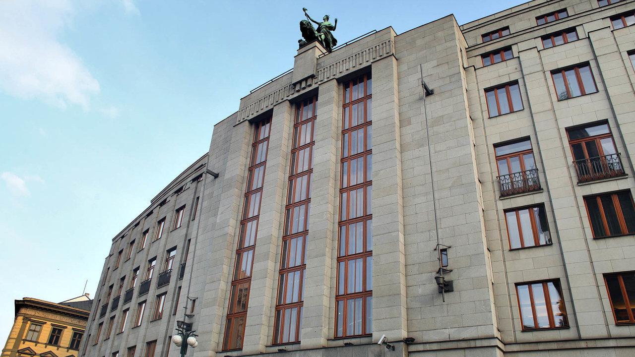 Rada nechala úrokové sazby beze změny jednomyslně. Základní úroková sazba, od níž se odvíjí úročení komerčních úvěrů, tak zůstává na 0,25 procenta.
