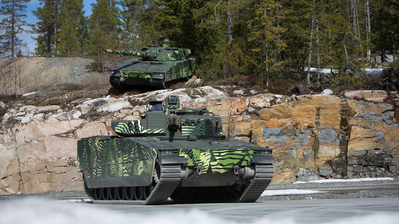 Soupeři. Německý Lynx a švédský CV-90 (na obrázku)mají náklonděla menší, ale to podle expertů nemusí být nevýhoda.