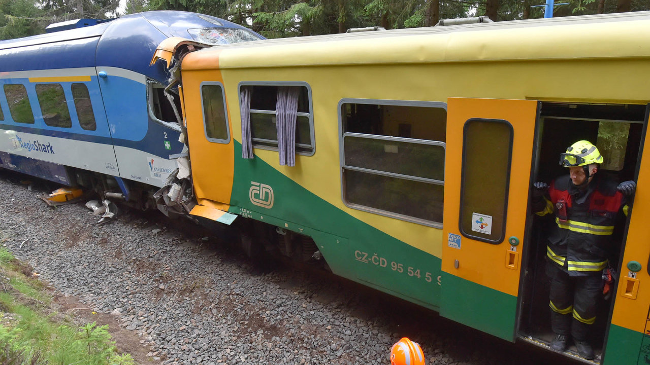 U Perninku na Karlovarsku se v červenci srazily dva osobní vlaky. Srážka si vyžádala oběti na životech.