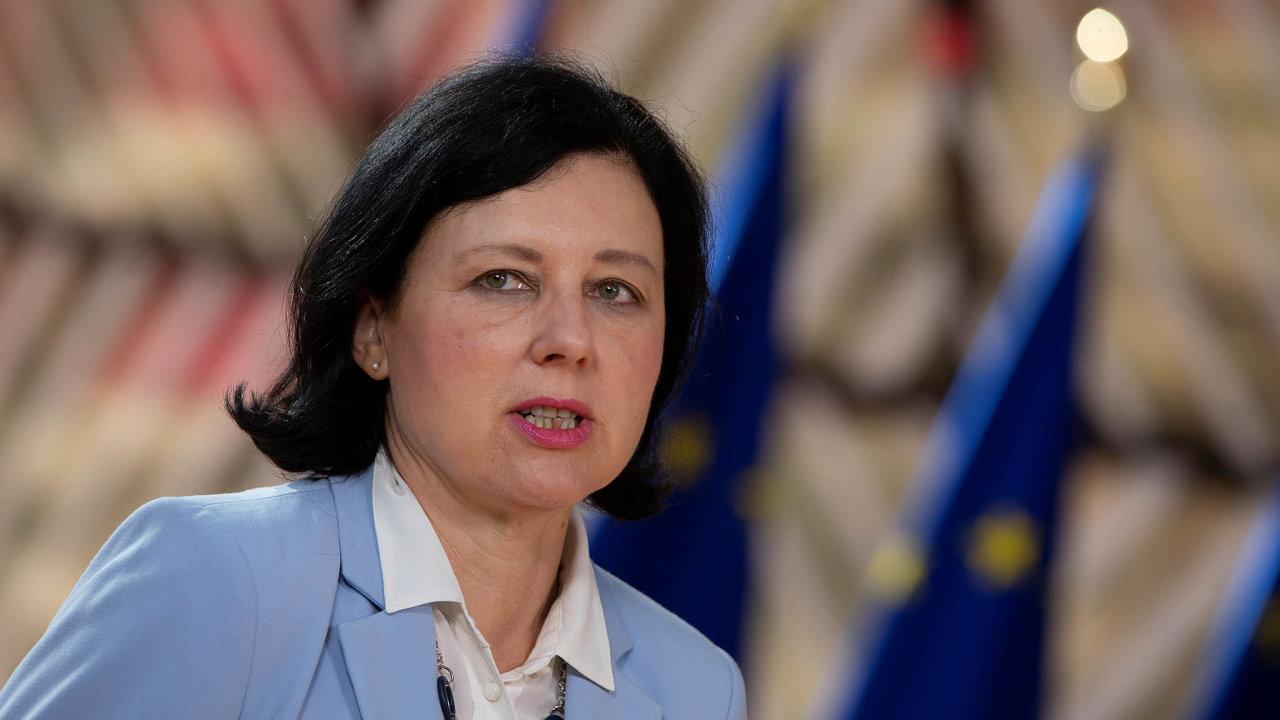 Ursula von der Leyenová aVěra Jourová (na snímku) brání návrh Evropské komise nato, aby státy EU snižovaly emise mnohem rychleji než dosud.