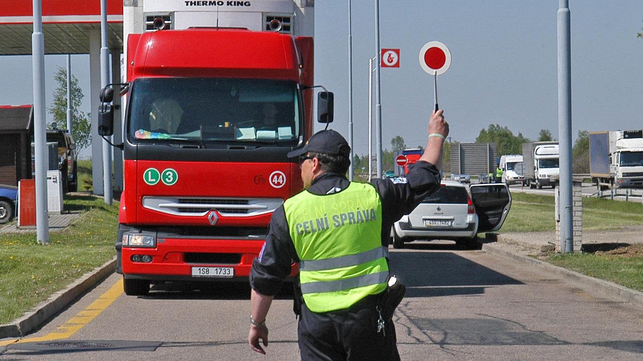Kontroly nakaždém kroku. Řidiči jsou neustále kontrolováni– kromě technického stavu vozidla především proto, zda dodržují nařízený odpočinek.