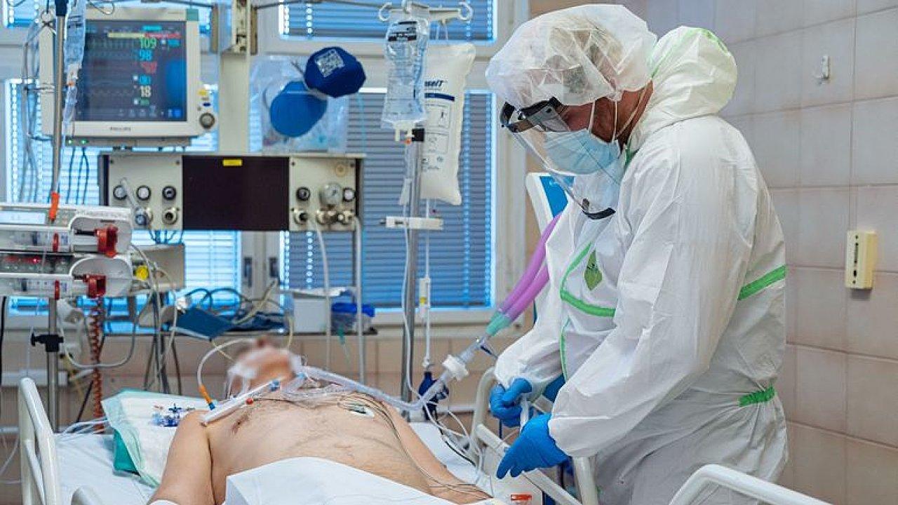 Živě: Nemocniční lůžka se plní. Hrozí omezování další péče? Sledujte speciál DVTV