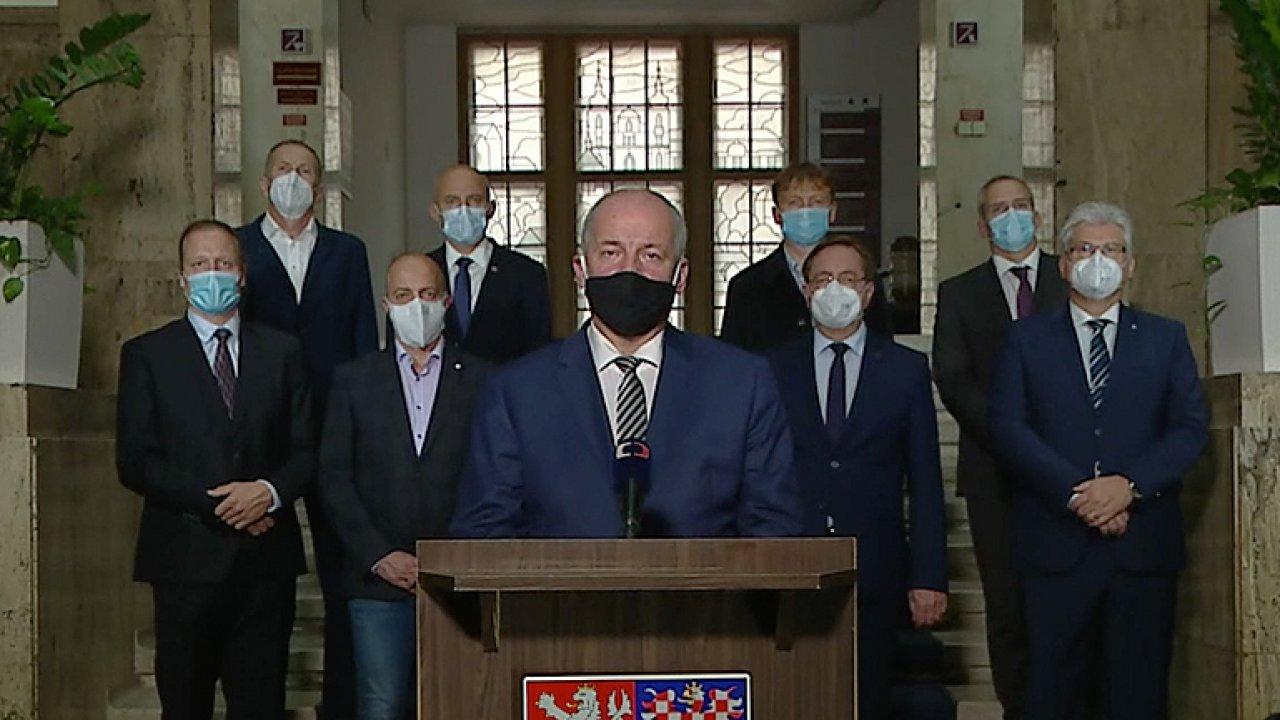 Muž za Prymulou: Chtěli jsme to podpořit, projev jsem ocenil, kolapsu se nebojíme.