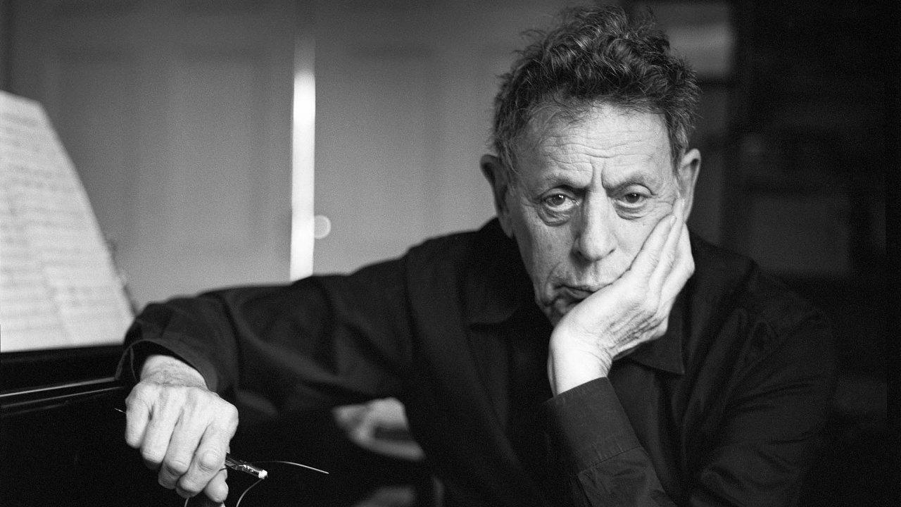 Philip Glass je v 83 letech stále činný, jen vloni kromě Dvanácté symfonie dokončil další čtyři kompozice.