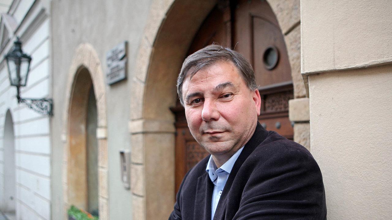 Analytik Evropy. Bulharský politolog Ivan Krastev vypráví o politické i společenské pozici Evropy v současném světě poutavým a přístupným jazykem. Jeho styl je více než daty podložen velkým vhledem.