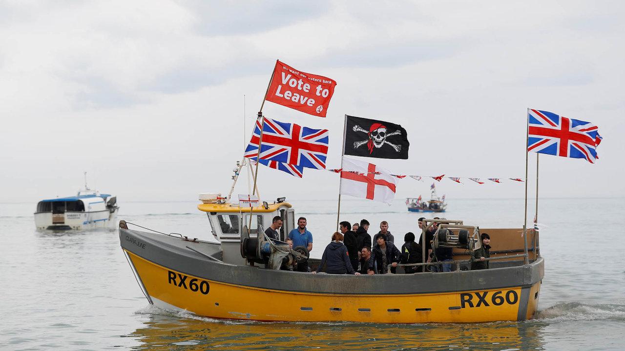 Jedním ze sporných bodů při vyjednávání o podobě brexitu je právo na rybaření v britských vodách.