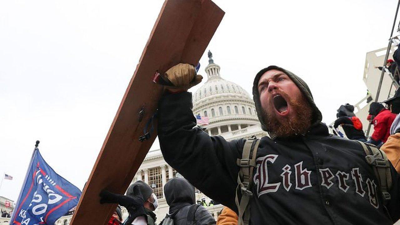 Násilné střety před Kapitolem: Americká společnost je totálně rozklížená, říká Anýž