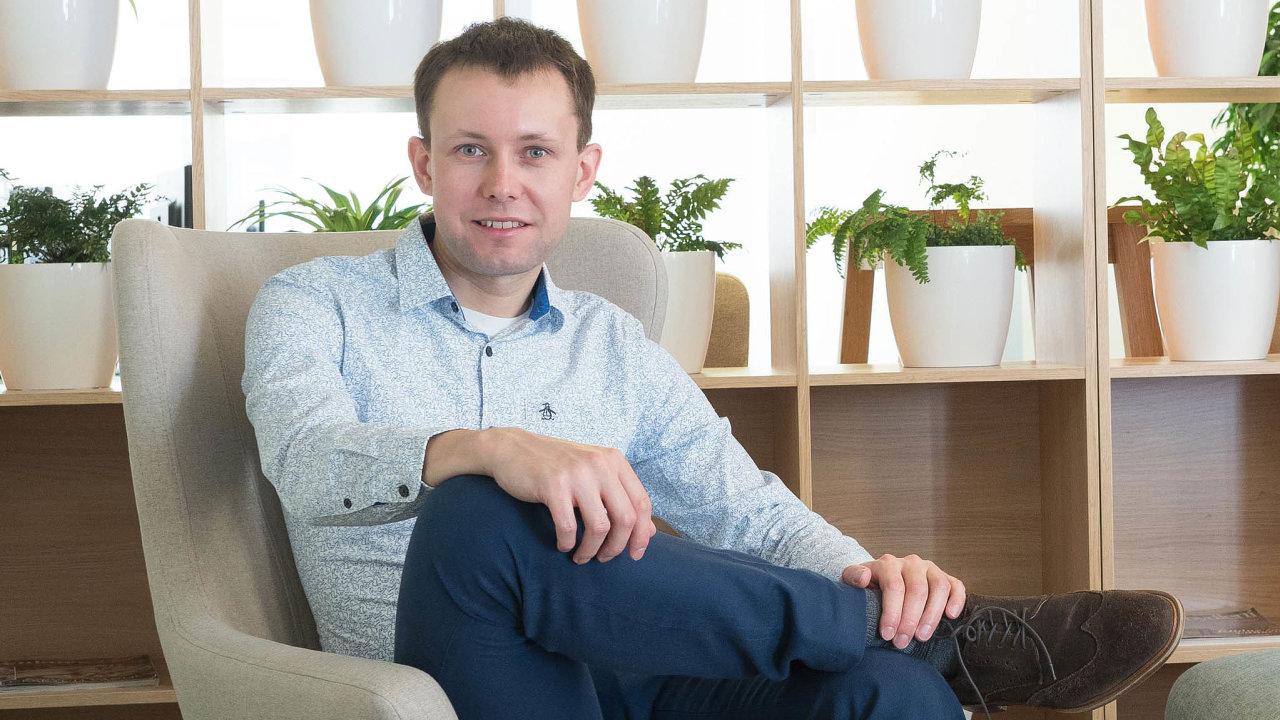 Nábytkový portál Favi.cz loni vtržbách poskočil o37 procent. Jan Sellers-Zajic, jeden z jeho zakladatelů, letos plánuje další, alespoň třetinový nárůst. Pak by tržby atakovaly miliardu korun.