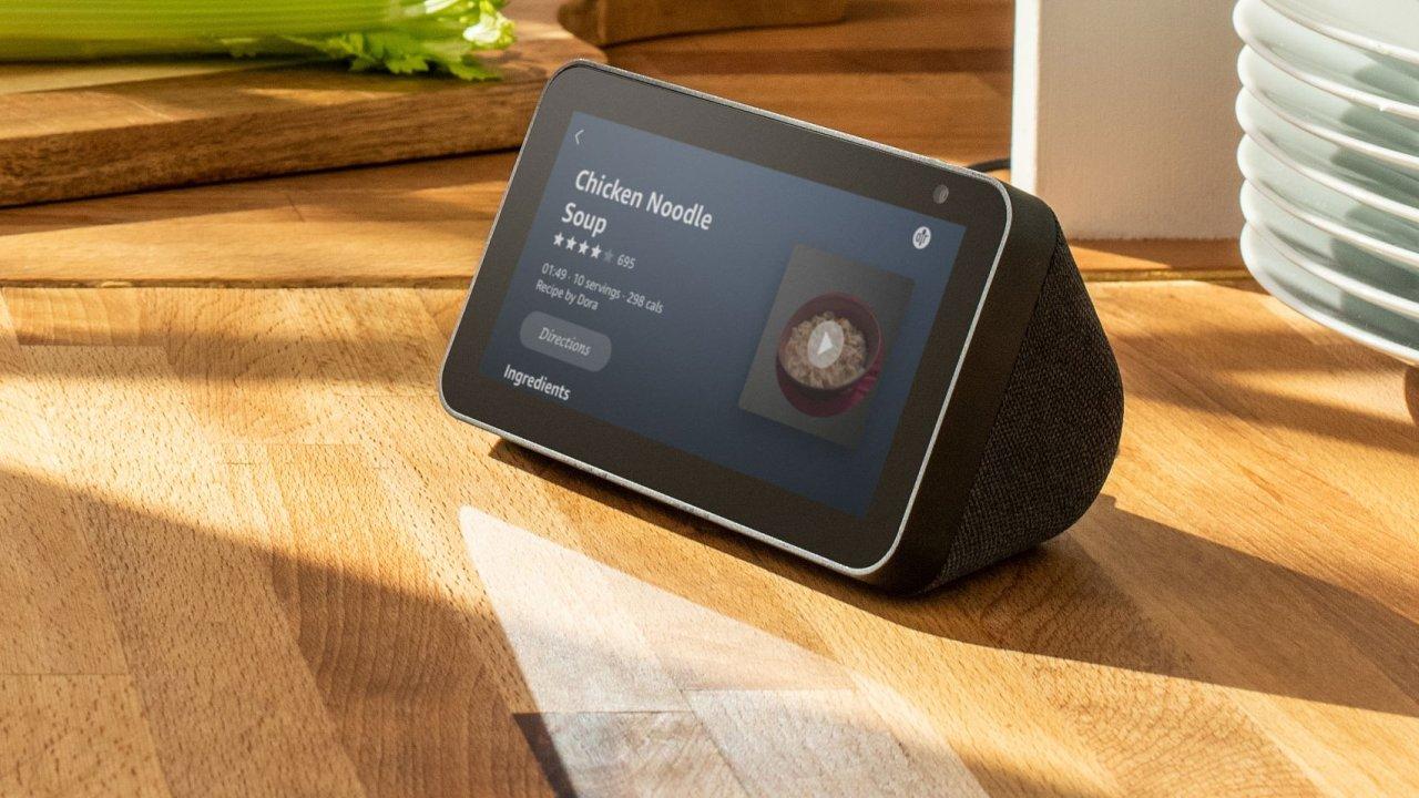 Amazon přidal k chytrým reprosoustavám obrazovku – a všechno se změnilo.