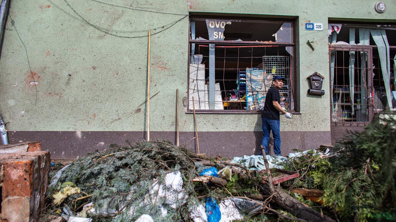 Zničený obchod ve vesnici Lužnice.