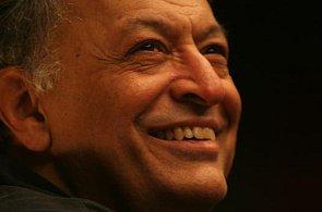 Dirigent Zubin Mehta hrál ve vyprodané Royal Albert Hall v napjaté atmosféře