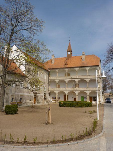 Bohutický zámek