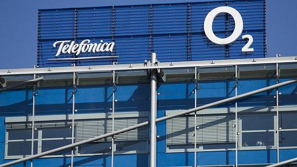 Pár měsíců poté, co slovo Telefónica zmizelo z názvu největšího českého operátora, stahuje se španělská firma úplně i z akcionářské struktury.