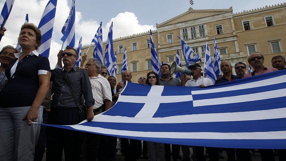 Protesty proti úsporným opatřením v Řecku neutichají.