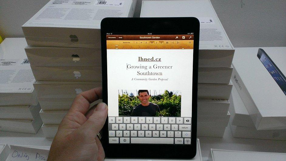 Aplikace Pages ve vertikálním režimu na iPadu mini