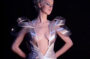 Týden Petra Koubského: Kybernetické šaty, průhledné jako krvácející srdce internetu