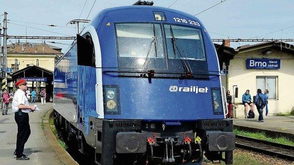 České dráhy si pochvalují, že i v době větší konkurence na tratích vzrostl počet cestujících.