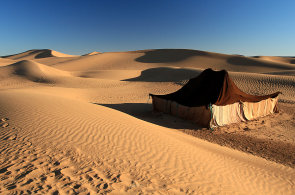 Místo, kde o pravěk doslova zakopáváte. Marocké duny Erg Chigaga si střeží své tajemství