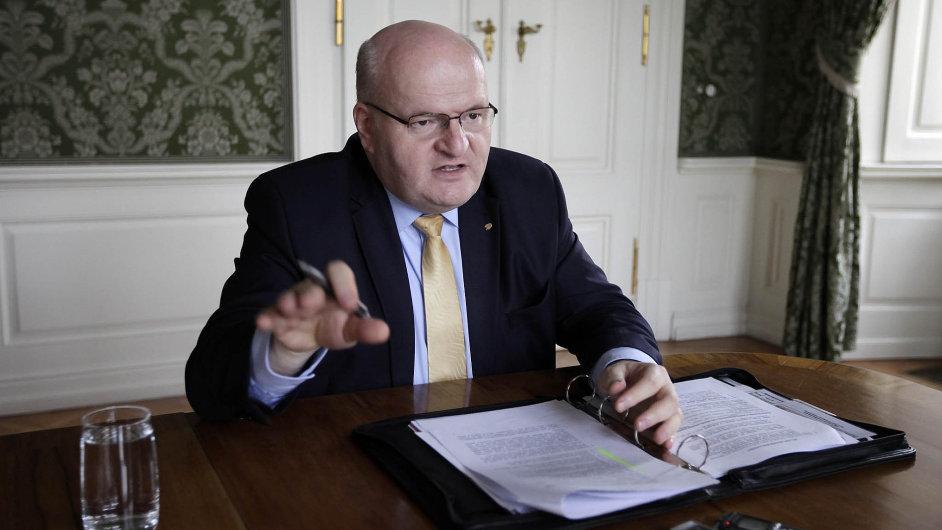 Ministr kultury Herman vybojoval do svého rozpočtu o 750 milionů navíc.