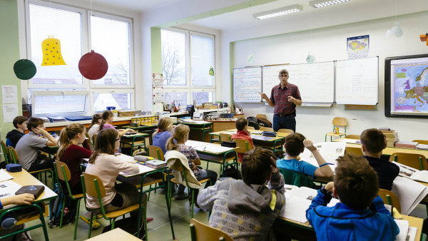 Někteří učitelé o vyhrocených tématech s dětmi raději mluvit nechtějí - Ilustrační foto.