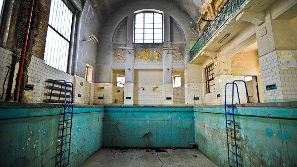 Lázně Jablonec jsou prázdné od roku 1995.
