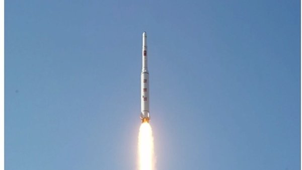 Komunistická Severní Korea provedla v úterý večer další zkoušku balistické rakety - Ilustrační foto.