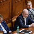 Zleva ministr financí Andrej Babiš, premiér Bohuslav Sobotka a místopředseda vlády pro vědu, výzkum a inovace Pavel Bělobrádek