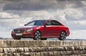 Vyzkoušeli jsme: Nový Mercedes umí zaparkovat na dálkové ovládání