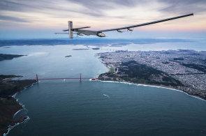 Kolem sv�ta bez paliva. Sluncem poh�n�n� Solar Impulse 2 p�edstavuje miln�k v historii letectv�