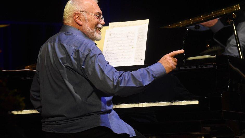 Klavírista Karel Růžička vyučoval na Konzervatoři Jaroslava Ježka a na Akademii múzických umění v Praze.