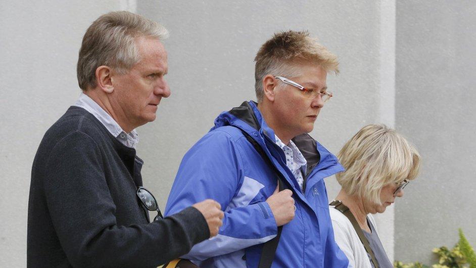 Manažer Volkswagenu Oliver Schmidt (vlevo) s příbuznými.