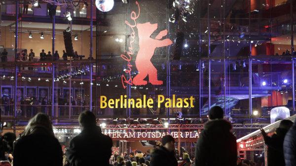 Zahajovací večer festivalu s premiérou filmu Django proběhl v paláci Berlinale Palast.