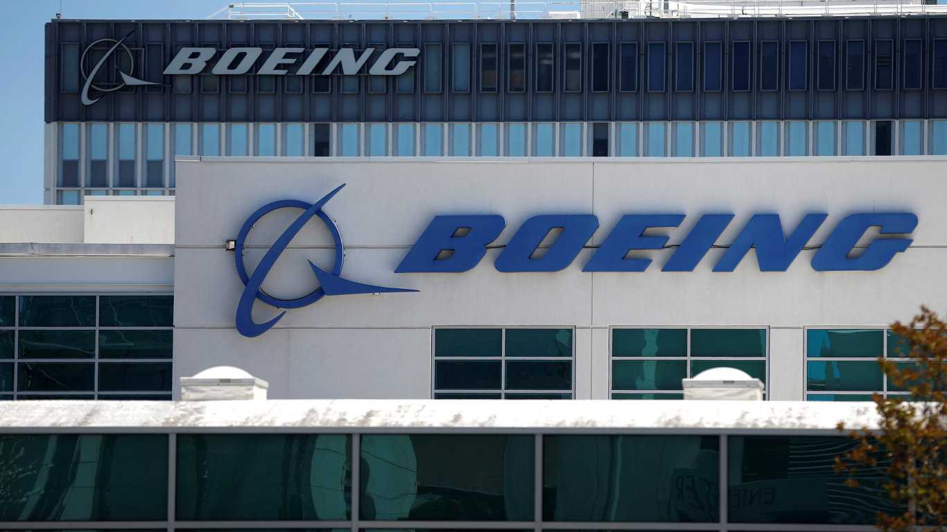 RPA214 BOEING MOVES 1122 11