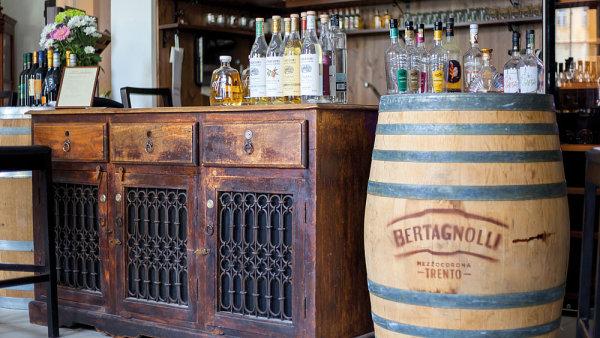 Degustaci toskánských vín v obchůdku Bevande navštívil i hrabě ze Sieny. Ta zde probíhala za hudebního doprovodu.